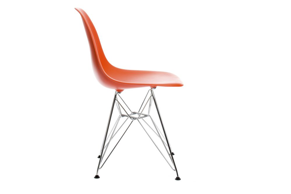 https://res.cloudinary.com/clippings/image/upload/t_big/dpr_auto,f_auto,w_auto/v1/products/eames-dsr-plastic-side-chair-plastic-shell-01-chrome-carpet-basic-dark-vitra-charles-ray-eames-clippings-11322784.jpg