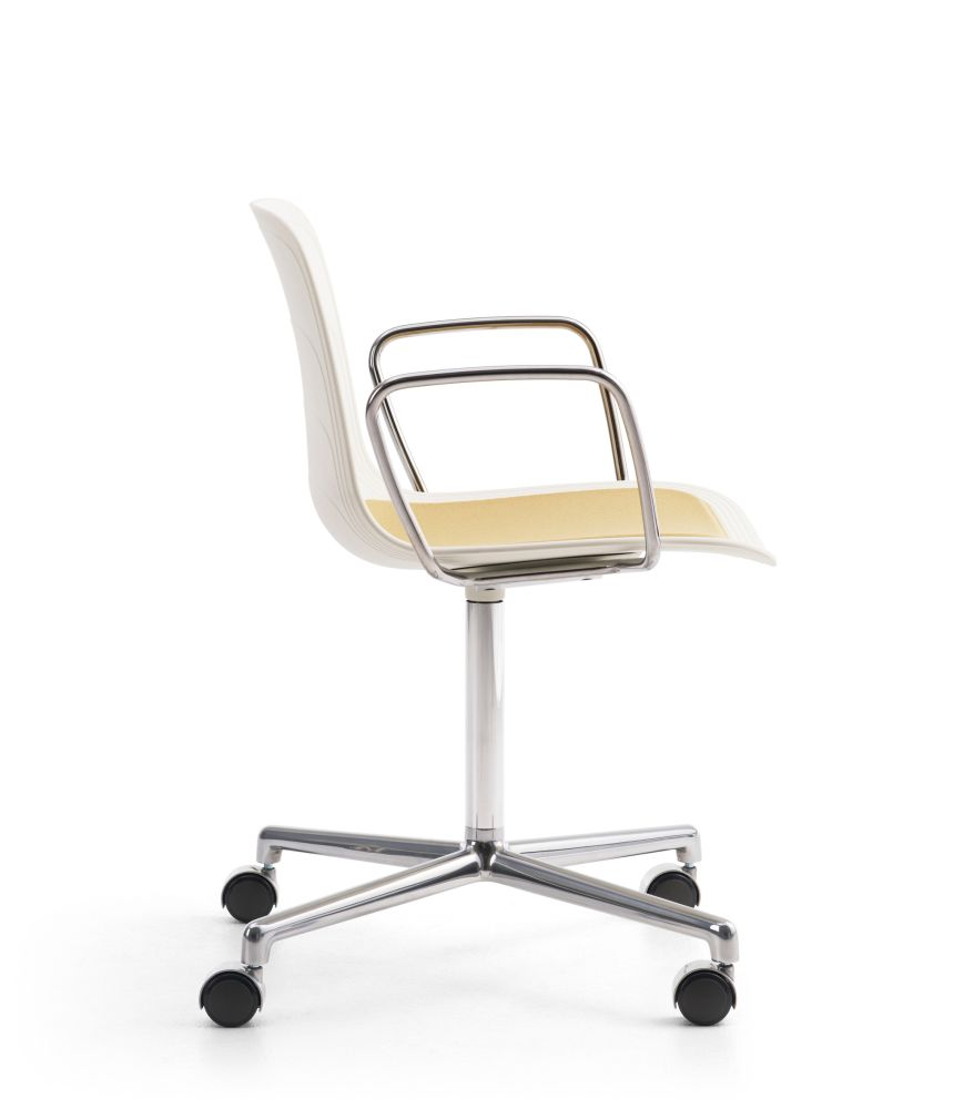 https://res.cloudinary.com/clippings/image/upload/t_big/dpr_auto,f_auto,w_auto/v1/products/grade-swivel-armchair-with-seat-pad-polished-4-star-base-on-castors-whitegrey-895-ral-9002-divina-3-224-lammhults-johannes-foersom-peter-hiort-lorenzen-clippings-11161962.jpg