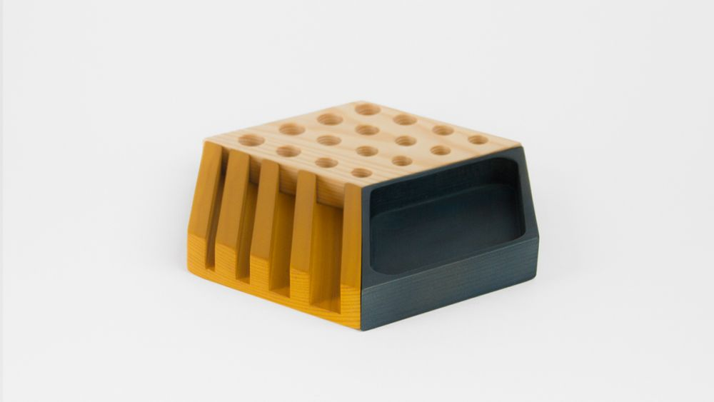 https://res.cloudinary.com/clippings/image/upload/t_big/dpr_auto,f_auto,w_auto/v1/products/kesito-desk-tidy-woodendot-woodendot-clippings-993931.jpg