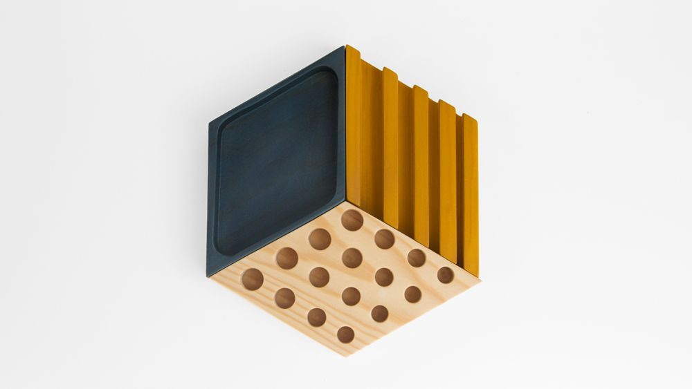 https://res.cloudinary.com/clippings/image/upload/t_big/dpr_auto,f_auto,w_auto/v1/products/kesito-desk-tidy-woodendot-woodendot-clippings-993951.jpg