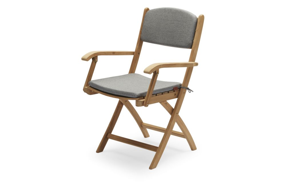 https://res.cloudinary.com/clippings/image/upload/t_big/dpr_auto,f_auto,w_auto/v1/products/selandia-armchair-with-cushion-ash-skagerak-clippings-11300850.jpg