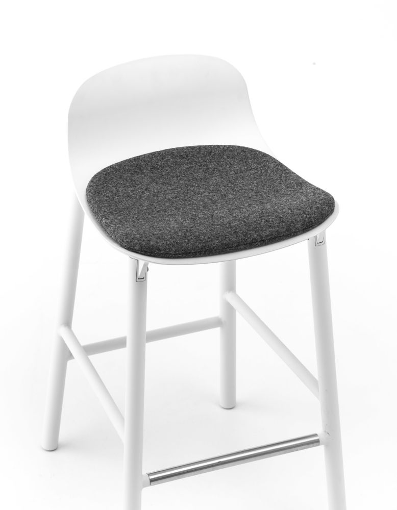 https://res.cloudinary.com/clippings/image/upload/t_big/dpr_auto,f_auto,w_auto/v1/products/sharky-alu-aluminium-base-with-seat-upholstery-white-white-divina-melange-2-170-kristalia-neuland-paster-geldmacher-clippings-9328611.jpg