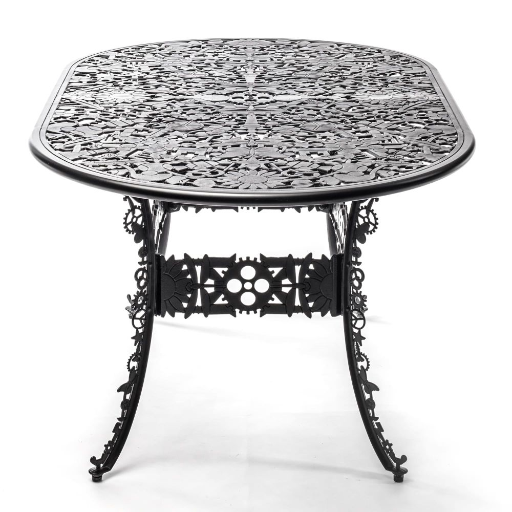 https://res.cloudinary.com/clippings/image/upload/t_big/dpr_auto,f_auto,w_auto/v1491397474/products/industry-aluminium-oval-table-seletti-studio-job-clippings-8842441.jpg