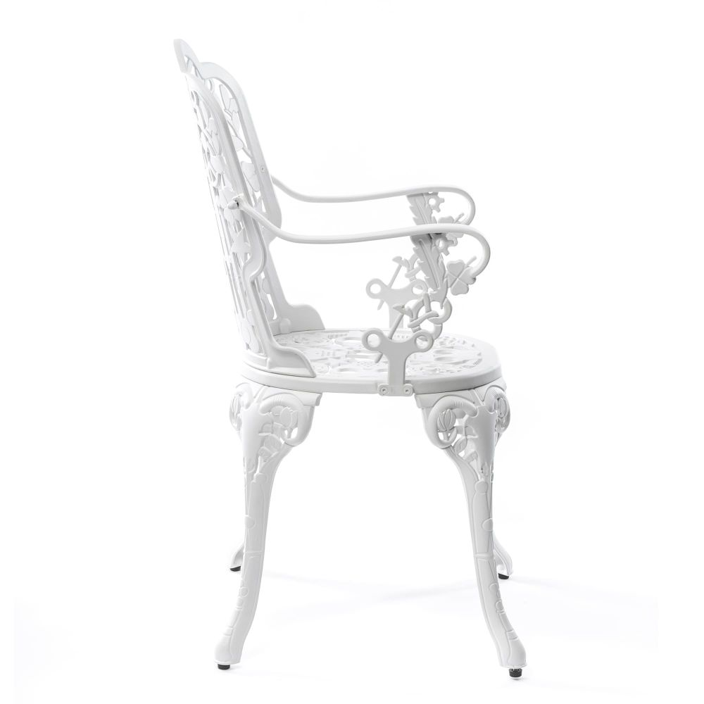 https://res.cloudinary.com/clippings/image/upload/t_big/dpr_auto,f_auto,w_auto/v1491490049/products/industry-aluminium-armchair-seletti-studio-job-clippings-8848261.jpg