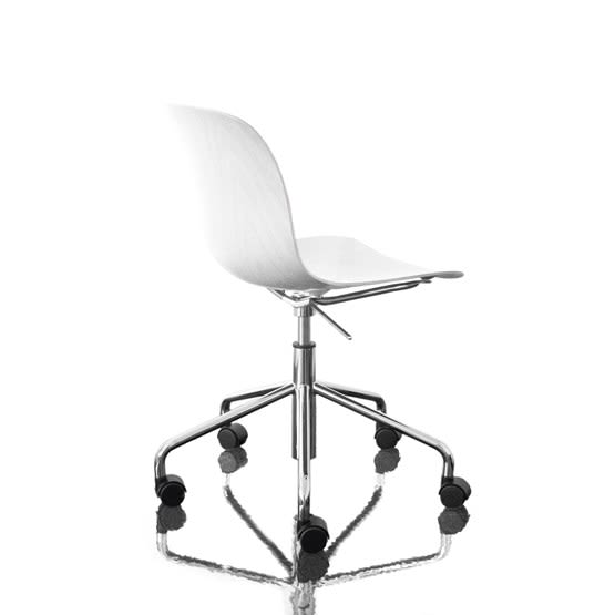 https://res.cloudinary.com/clippings/image/upload/t_big/dpr_auto,f_auto,w_auto/v1493977197/products/troy-chair-swivel-base-on-5-wheels-chromed-frame-white-seat-magis-design-marcel-wanders-clippings-8910951.jpg