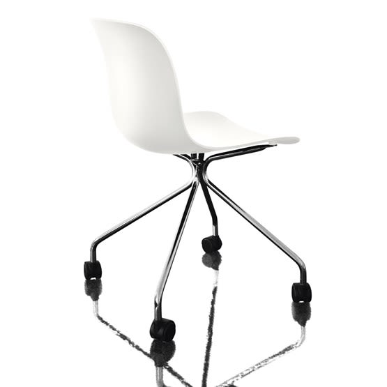 https://res.cloudinary.com/clippings/image/upload/t_big/dpr_auto,f_auto,w_auto/v1493978026/products/troy-chair-4-star-base-on-wheels-chromed-frame-white-seat-magis-design-marcel-wanders-clippings-8911131.jpg