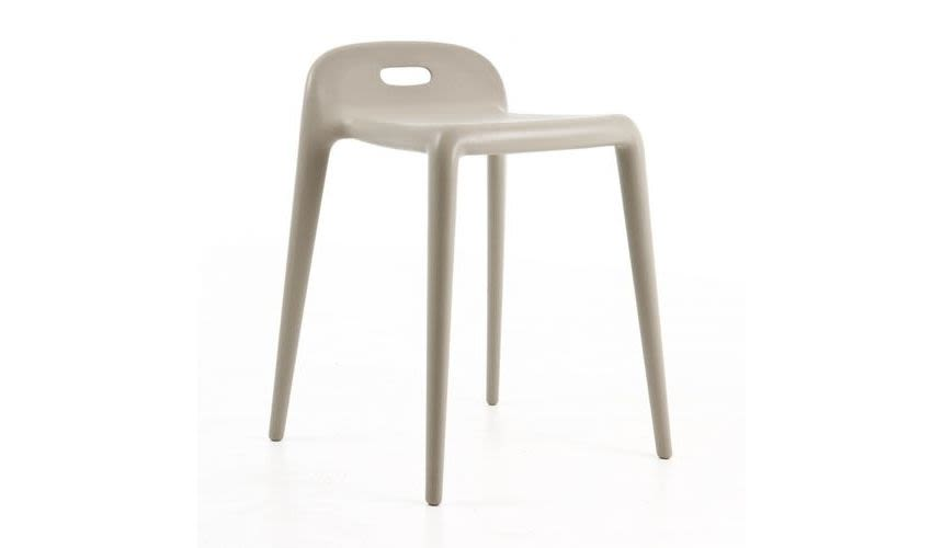 https://res.cloudinary.com/clippings/image/upload/t_big/dpr_auto,f_auto,w_auto/v1494407795/products/yuyu-barstool-outdoor-set-of-4-matt-beige-magis-design-stefano-giovannoni-clippings-8916761.jpg