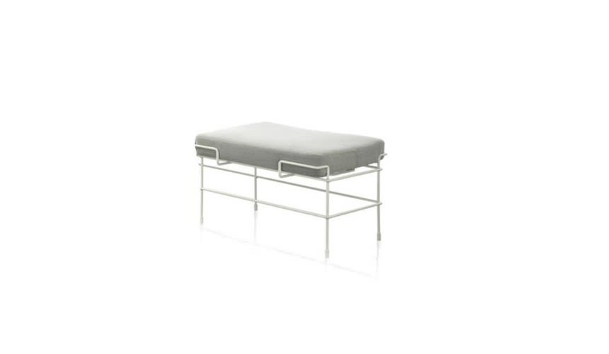 https://res.cloudinary.com/clippings/image/upload/t_big/dpr_auto,f_auto,w_auto/v1494933235/products/traffic-one-seater-bench-steelcut-trio-2-133-fabric-and-white-frame-magis-design-konstantin-grcic-clippings-8929991.jpg