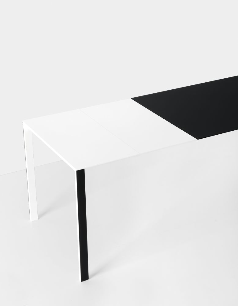 https://res.cloudinary.com/clippings/image/upload/t_big/dpr_auto,f_auto,w_auto/v1500469809/products/thin-k-glass-extensible-table-kristalia-luciano-bertoncini-clippings-9270711.jpg
