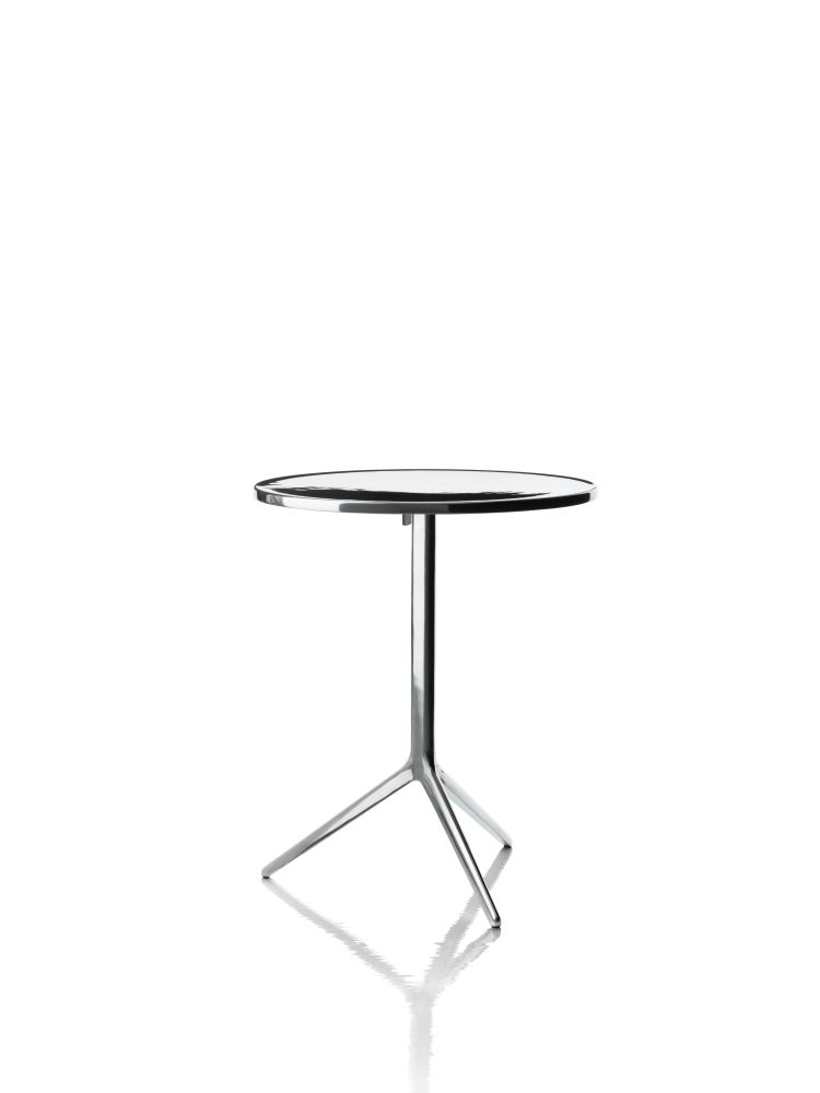 https://res.cloudinary.com/clippings/image/upload/t_big/dpr_auto,f_auto,w_auto/v1500553061/products/central-folding-table-round-magis-design-ronan-erwan-bouroullec-clippings-9273511.jpg
