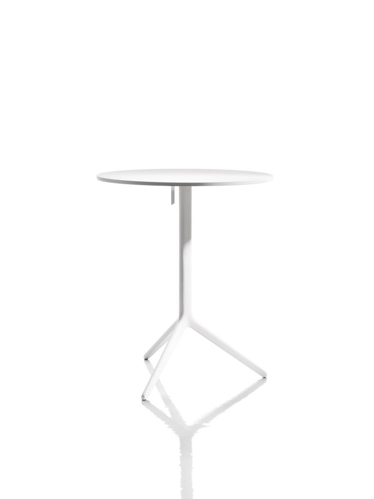 https://res.cloudinary.com/clippings/image/upload/t_big/dpr_auto,f_auto,w_auto/v1500553086/products/central-folding-table-round-magis-design-ronan-erwan-bouroullec-clippings-9273531.jpg