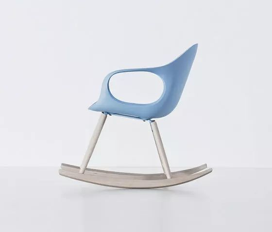 https://res.cloudinary.com/clippings/image/upload/t_big/dpr_auto,f_auto,w_auto/v1500641630/products/elephant-rocking-chair-polyurethane-seat-kristalia-neuland-paster-geldmacher-clippings-9278491.webp