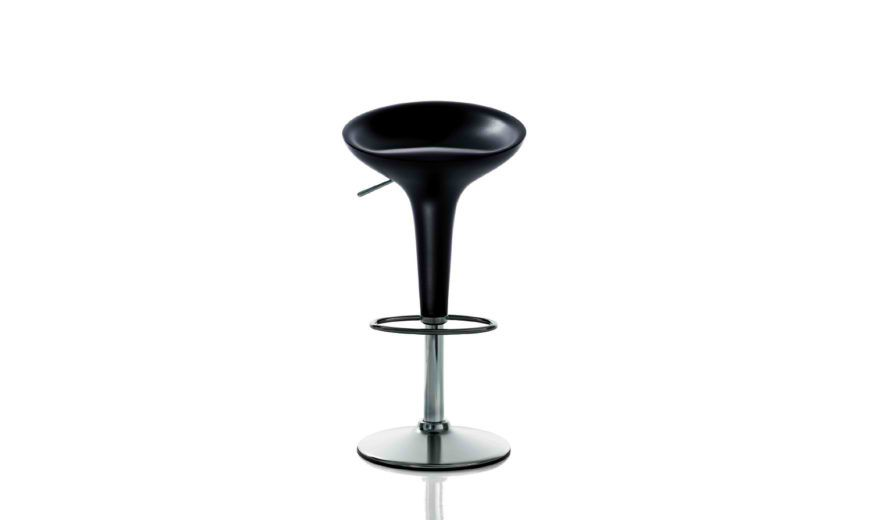 https://res.cloudinary.com/clippings/image/upload/t_big/dpr_auto,f_auto,w_auto/v1501061708/products/bombo-swivel-barstool-magis-design-stefano-giovannoni-clippings-9309251.jpg