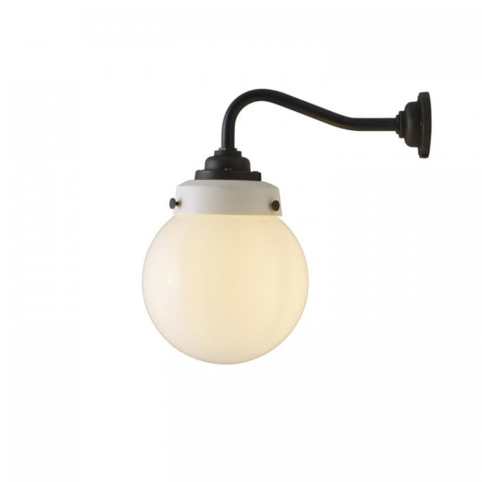 https://res.cloudinary.com/clippings/image/upload/t_big/dpr_auto,f_auto,w_auto/v1504695610/products/hampton-wall-light-size-1-davey-lighting-clippings-9424921.jpg