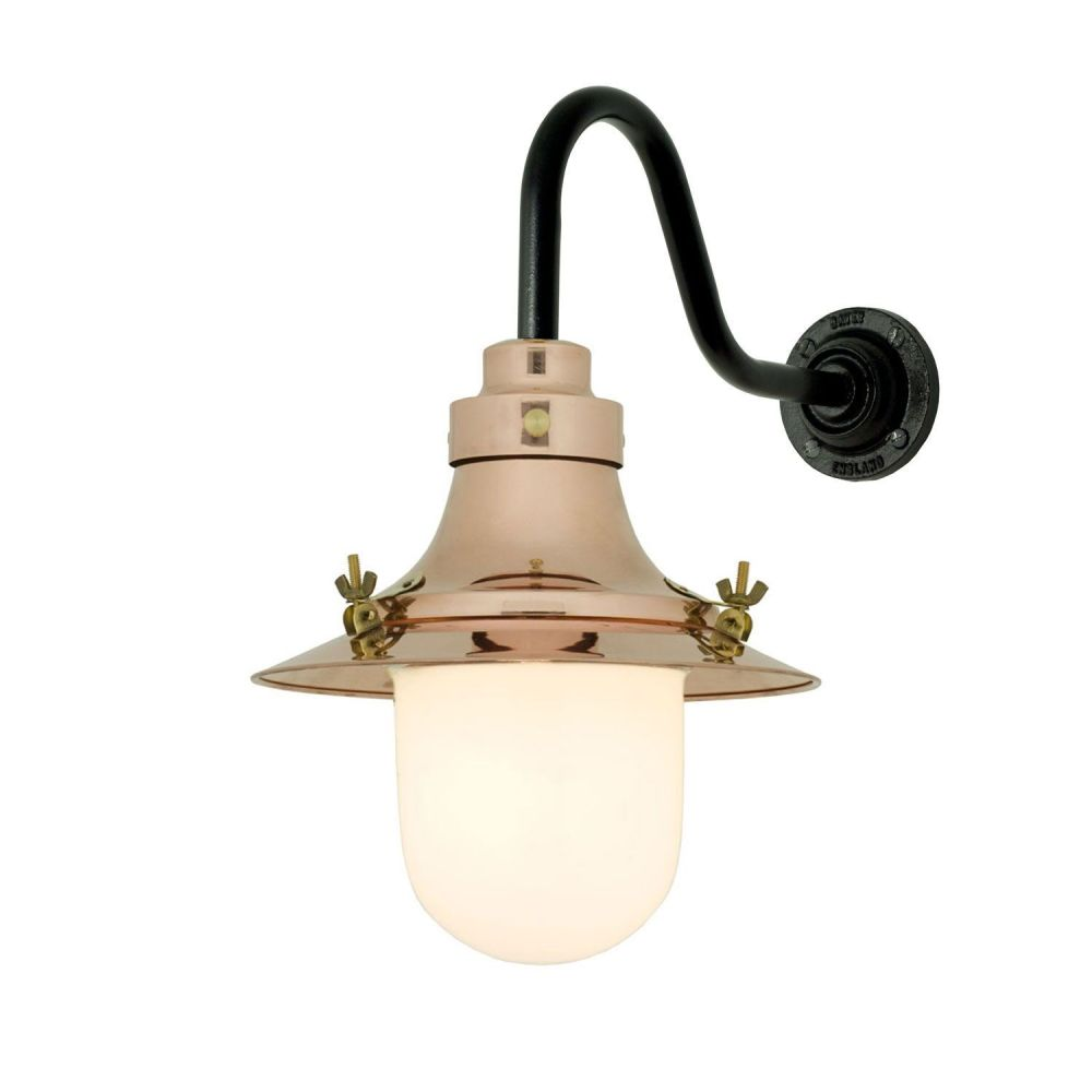 https://res.cloudinary.com/clippings/image/upload/t_big/dpr_auto,f_auto,w_auto/v1505374913/products/ships-small-decklight-wall-light-7125-davey-lighting-clippings-9451011.jpg