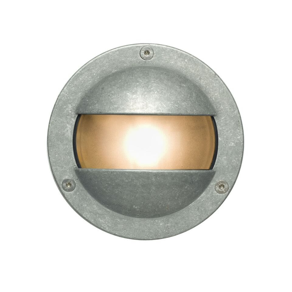 https://res.cloudinary.com/clippings/image/upload/t_big/dpr_auto,f_auto,w_auto/v1505384458/products/miniature-exterior-bulkhead-8037-davey-lighting-clippings-9453361.jpg