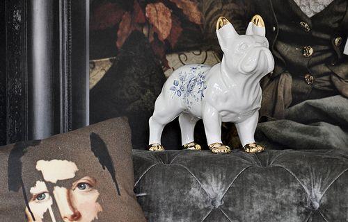 https://res.cloudinary.com/clippings/image/upload/t_big/dpr_auto,f_auto,w_auto/v1505749696/products/delft-ceramic-bulldog-mineheart-mineheart-clippings-9464821.jpg