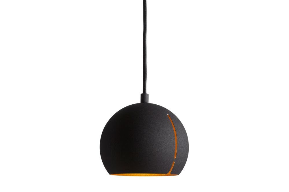 https://res.cloudinary.com/clippings/image/upload/t_big/dpr_auto,f_auto,w_auto/v1507186516/products/gap-pendant-light-round-woud-studio-nur-clippings-9508731.jpg