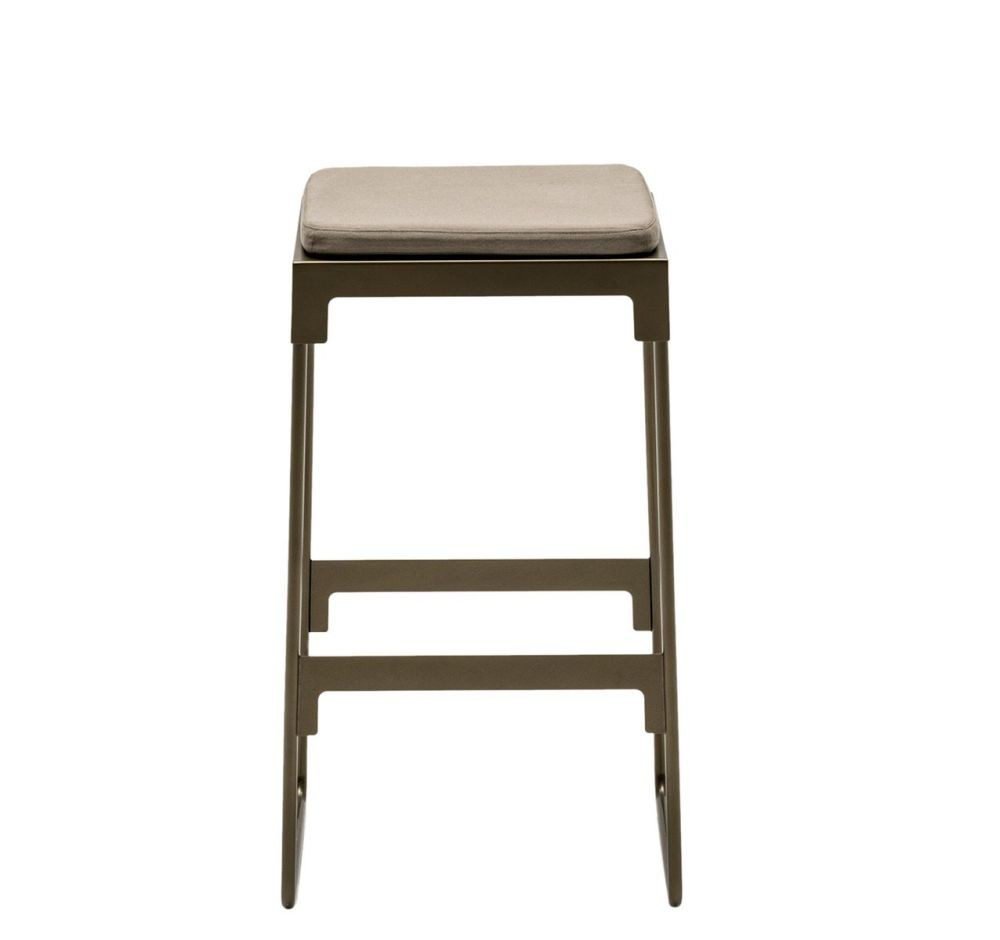 https://res.cloudinary.com/clippings/image/upload/t_big/dpr_auto,f_auto,w_auto/v1507541688/products/mingx-outdoor-high-stool-driade-konstantin-grcic-clippings-9525691.jpg