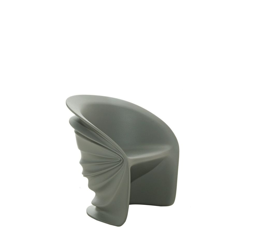 https://res.cloudinary.com/clippings/image/upload/t_big/dpr_auto,f_auto,w_auto/v1507626496/products/modesty-veiled-armchair-driade-italo-rota-clippings-9530041.jpg