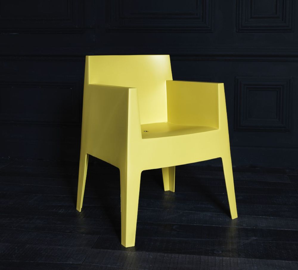 https://res.cloudinary.com/clippings/image/upload/t_big/dpr_auto,f_auto,w_auto/v1507631096/products/toy-armchair-driade-philippe-starck-clippings-9530981.jpg