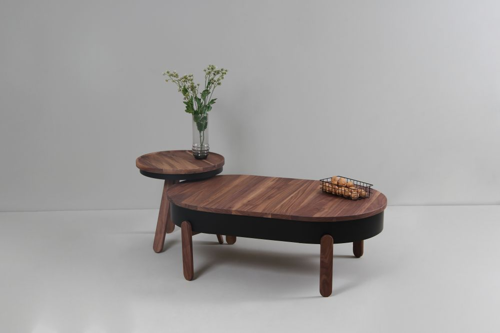 https://res.cloudinary.com/clippings/image/upload/t_big/dpr_auto,f_auto,w_auto/v1507715653/products/batea-l-coffe-table-with-storage-woodendot-mar%C3%ADa-vargas-daniel-garc%C3%ADa-clippings-9533771.jpg