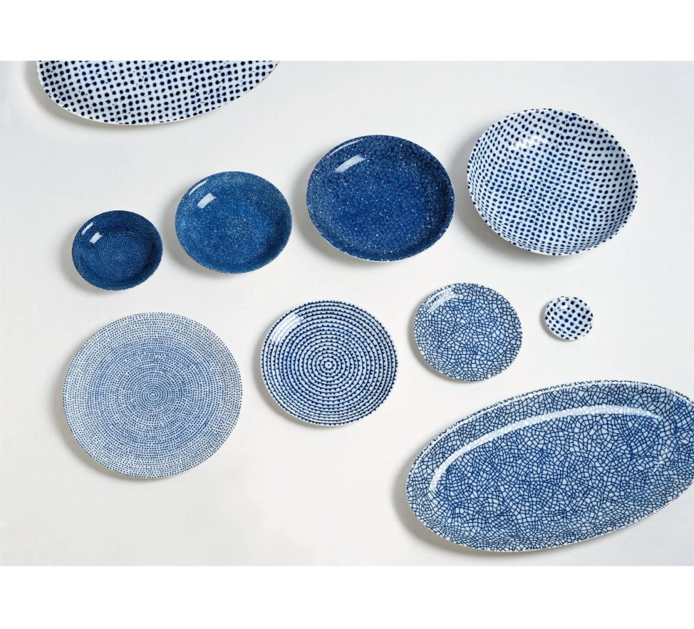 https://res.cloudinary.com/clippings/image/upload/t_big/dpr_auto,f_auto,w_auto/v1508235646/products/the-white-snow-agadir-oval-serving-plate-2-driade-paola-navone-clippings-9550021.jpg