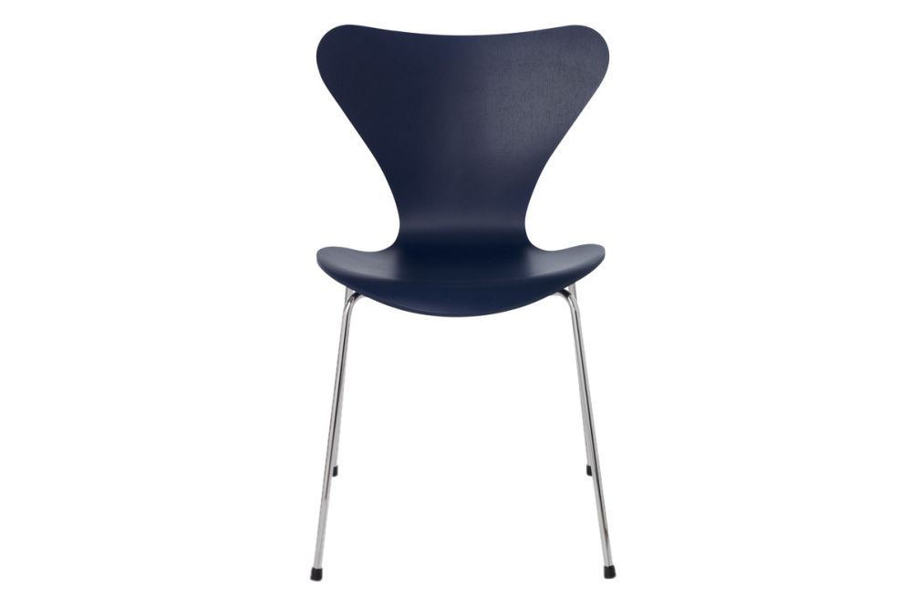 https://res.cloudinary.com/clippings/image/upload/t_big/dpr_auto,f_auto,w_auto/v1513550066/products/series-7-stackable-chair-republic-of-fritz-hansen-arne-jacobsen-clippings-9765081.jpg