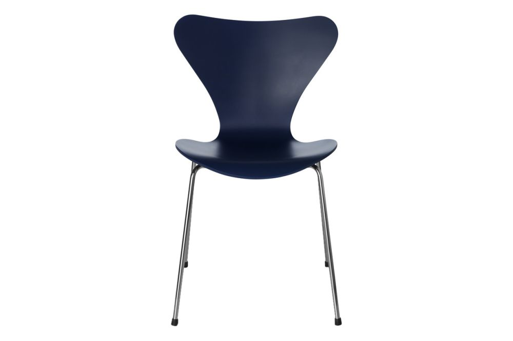 https://res.cloudinary.com/clippings/image/upload/t_big/dpr_auto,f_auto,w_auto/v1513550788/products/series-7-stackable-chair-republic-of-fritz-hansen-arne-jacobsen-clippings-9765181.jpg