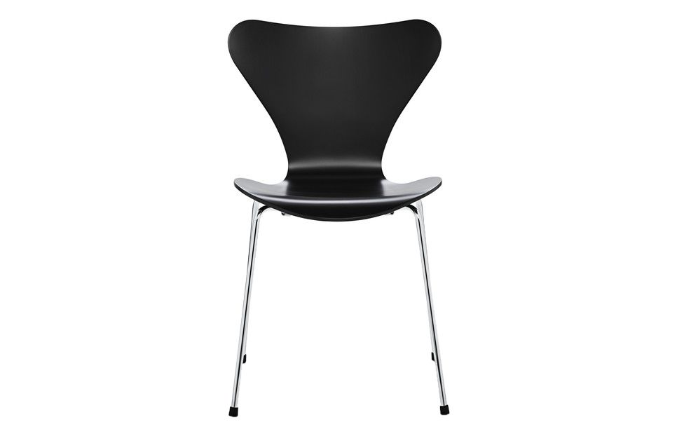 https://res.cloudinary.com/clippings/image/upload/t_big/dpr_auto,f_auto,w_auto/v1513550965/products/series-7-stackable-chair-republic-of-fritz-hansen-arne-jacobsen-clippings-9765201.jpg