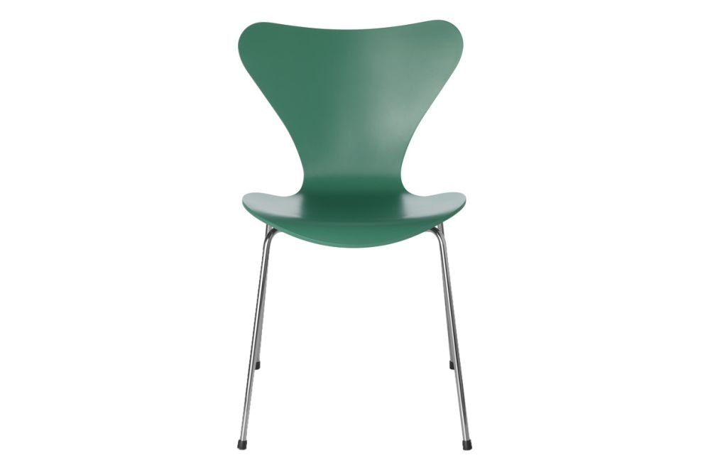 https://res.cloudinary.com/clippings/image/upload/t_big/dpr_auto,f_auto,w_auto/v1513551348/products/series-7-stackable-chair-republic-of-fritz-hansen-arne-jacobsen-clippings-9765241.jpg