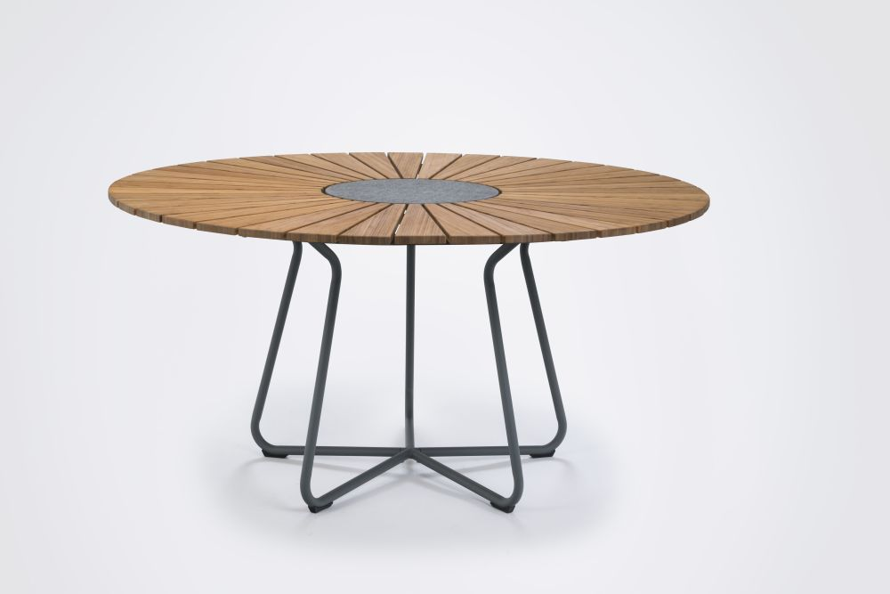 https://res.cloudinary.com/clippings/image/upload/t_big/dpr_auto,f_auto,w_auto/v1515562462/products/circle-dining-table-houe-henrik-pedersen-clippings-9797591.jpg