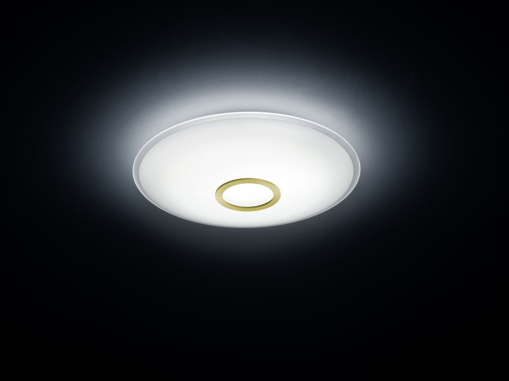 https://res.cloudinary.com/clippings/image/upload/t_big/dpr_auto,f_auto,w_auto/v1515673723/products/nuno-ceiling-light-helestra-clippings-9803211.jpg
