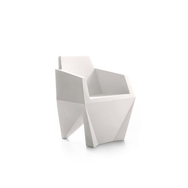 https://res.cloudinary.com/clippings/image/upload/t_big/dpr_auto,f_auto,w_auto/v1516095201/products/gemma-small-armchair-b-line-karim-rashid-clippings-9806701.jpg