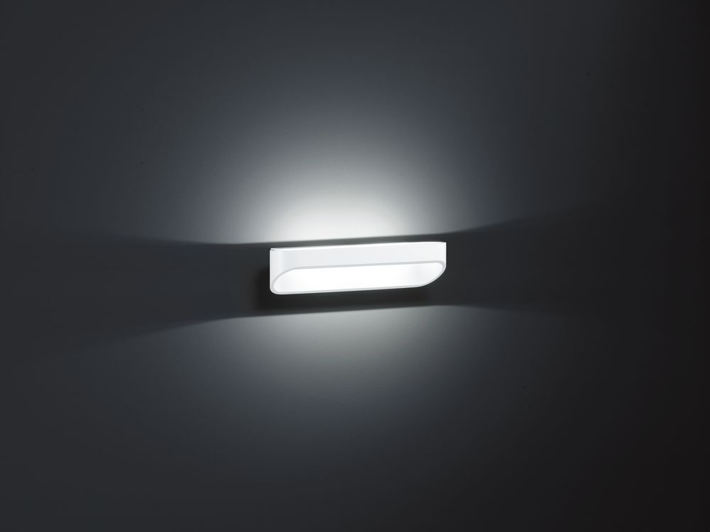 https://res.cloudinary.com/clippings/image/upload/t_big/dpr_auto,f_auto,w_auto/v1516102697/products/onno-long-wall-light-helestra-clippings-9808071.jpg