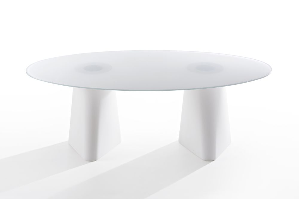 https://res.cloudinary.com/clippings/image/upload/t_big/dpr_auto,f_auto,w_auto/v1516257232/products/adam-oval-dining-table-b-line-busetti-garuti-redaelli-clippings-9811861.jpg