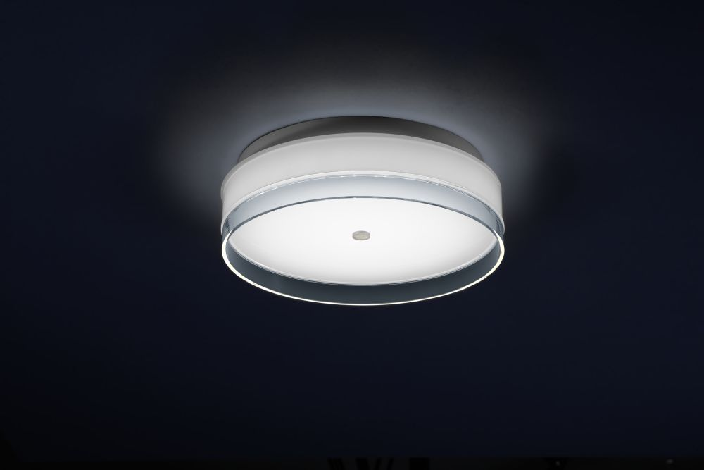 https://res.cloudinary.com/clippings/image/upload/t_big/dpr_auto,f_auto,w_auto/v1516269042/products/yuma-ceiling-light-helestra-clippings-9814641.jpg