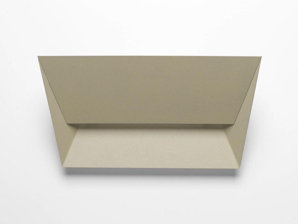 https://res.cloudinary.com/clippings/image/upload/t_big/dpr_auto,f_auto,w_auto/v1518071884/products/mail-wall-light-lumen-center-italia-alberto-saggia-valeria-sommella-clippings-9847631.jpg