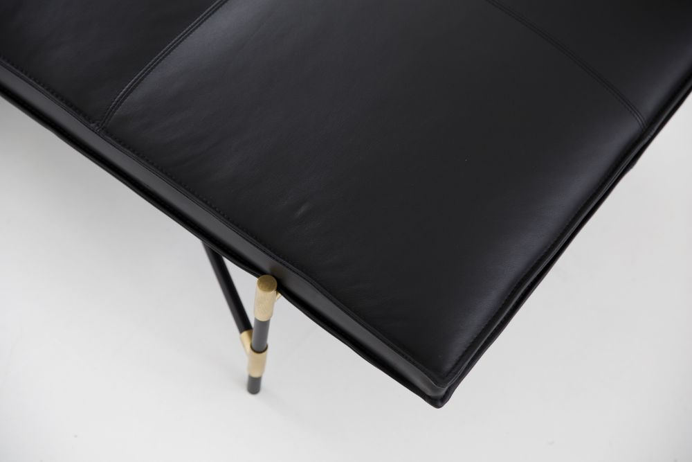 https://res.cloudinary.com/clippings/image/upload/t_big/dpr_auto,f_auto,w_auto/v1519056655/products/handv%C3%A4rk-daybed-brass-details-handv%C3%A4rk-emil-thorup-clippings-9873781.jpg