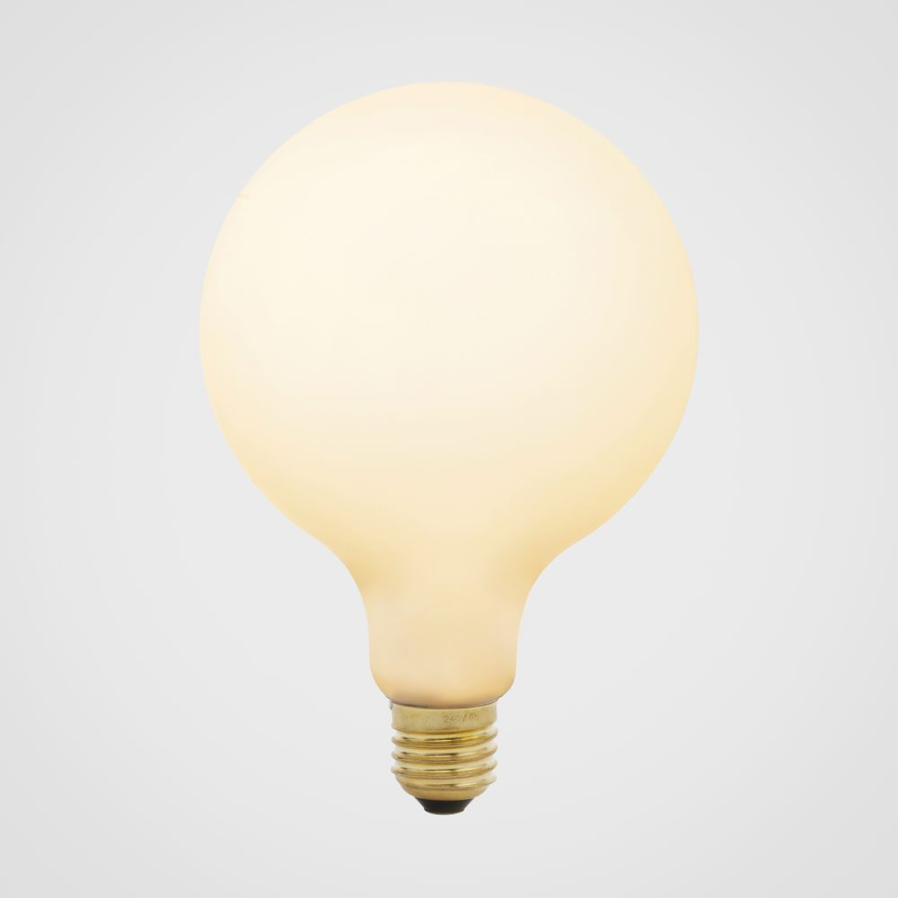 https://res.cloudinary.com/clippings/image/upload/t_big/dpr_auto,f_auto,w_auto/v1521564608/products/porcelain-iii-6w-led-lightbulb-tala-clippings-9970991.jpg