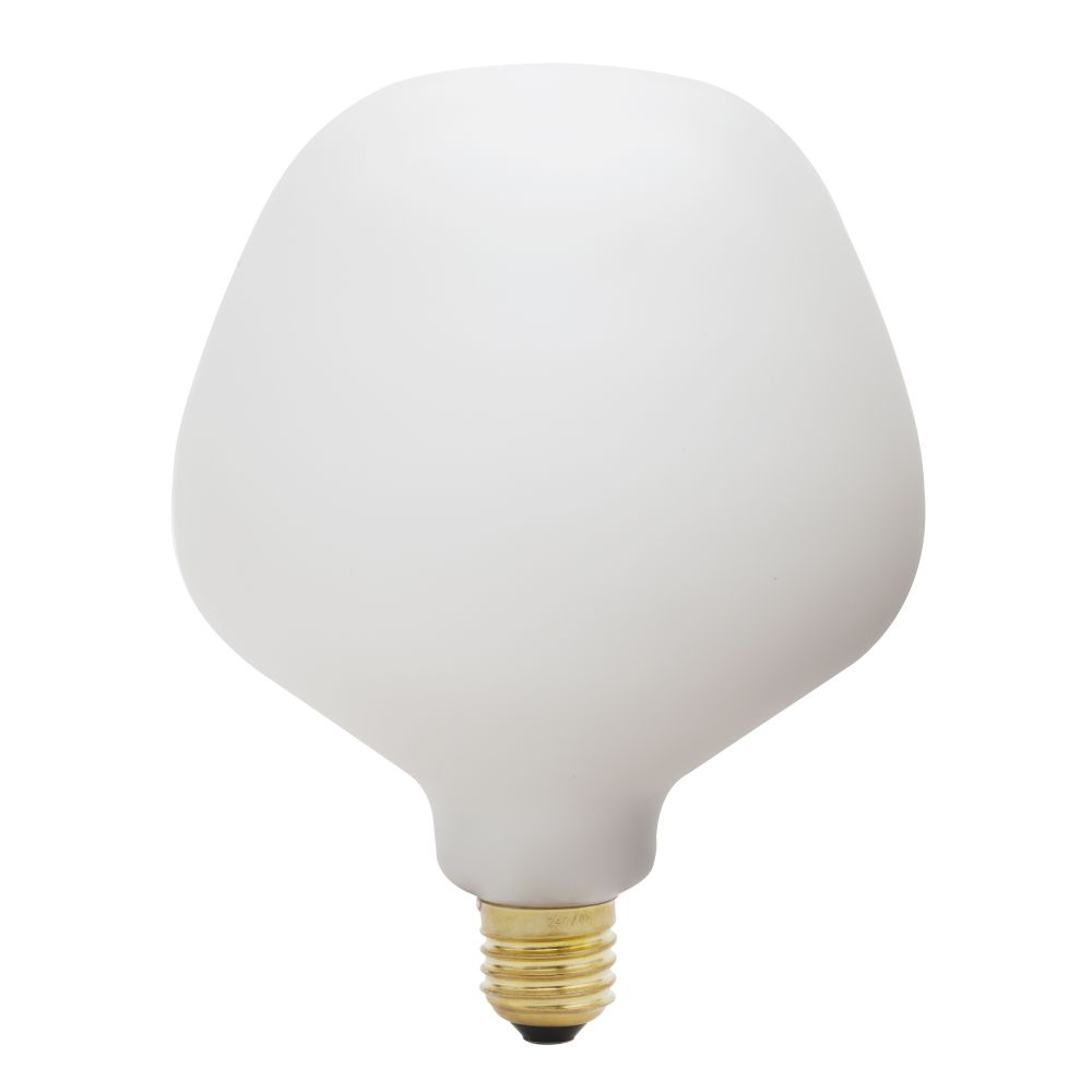 https://res.cloudinary.com/clippings/image/upload/t_big/dpr_auto,f_auto,w_auto/v1522769078/products/enno-6w-led-lightbulb-tala-clippings-10013381.jpg