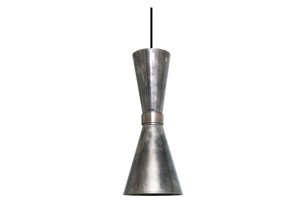 https://res.cloudinary.com/clippings/image/upload/t_big/dpr_auto,f_auto,w_auto/v1525251886/products/amias-pendant-light-mullan-mullan-lighting-clippings-10116131.jpg