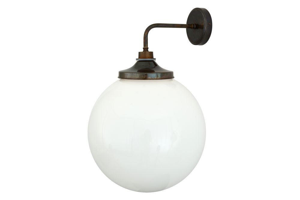 https://res.cloudinary.com/clippings/image/upload/t_big/dpr_auto,f_auto,w_auto/v1525337141/products/pelagia-wall-light-mullan-mullan-lighting-clippings-10123641.jpg