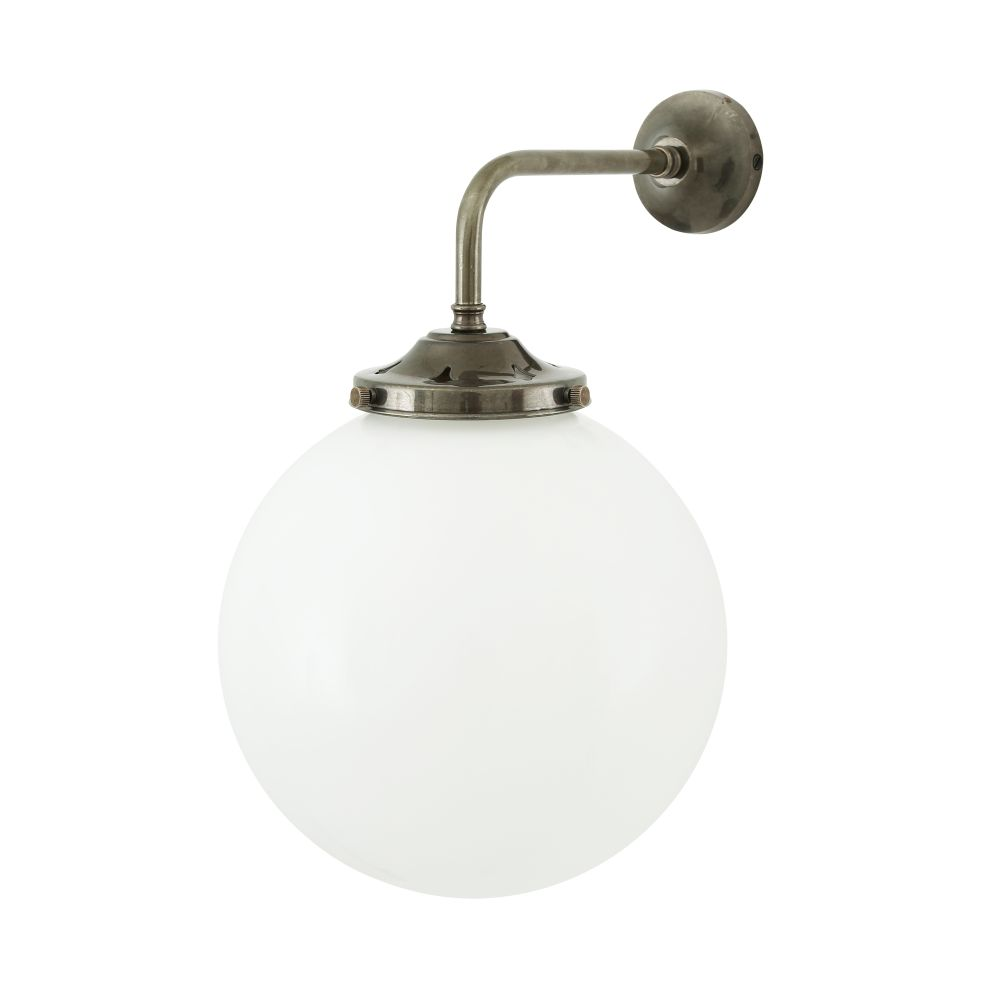https://res.cloudinary.com/clippings/image/upload/t_big/dpr_auto,f_auto,w_auto/v1525427127/products/bamako-globe-wall-light-mullan-mullan-lighting-clippings-10139201.jpg