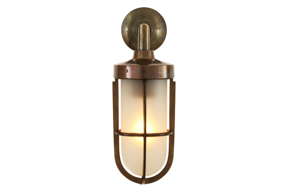 https://res.cloudinary.com/clippings/image/upload/t_big/dpr_auto,f_auto,w_auto/v1525671450/products/cladach-brass-well-glass-wall-light-mullan-mullan-lighting-clippings-10143711.jpg