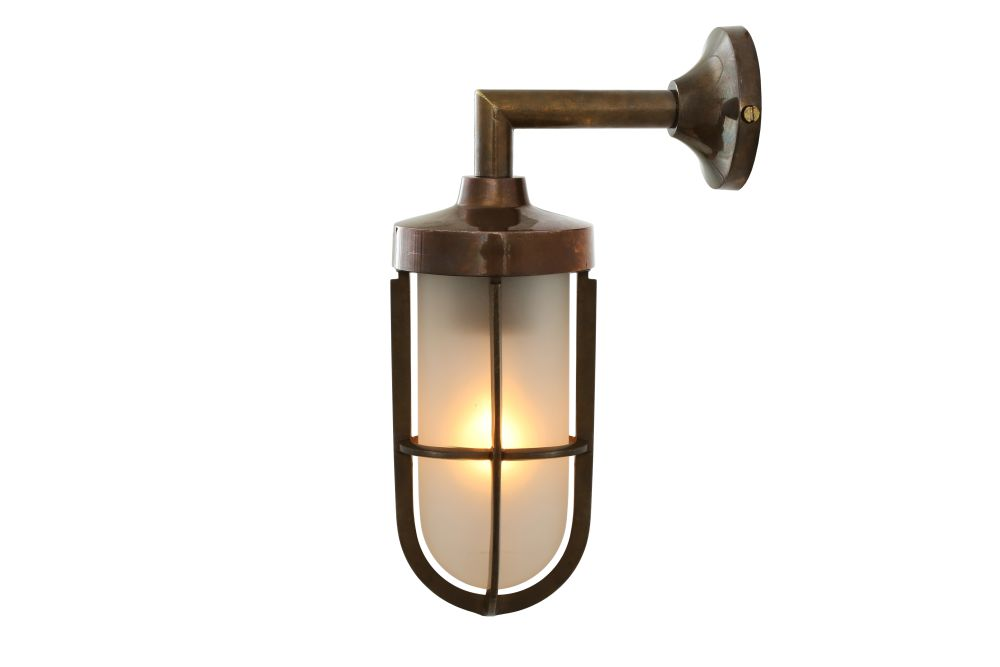 https://res.cloudinary.com/clippings/image/upload/t_big/dpr_auto,f_auto,w_auto/v1525671517/products/cladach-brass-well-glass-wall-light-mullan-mullan-lighting-clippings-10143751.jpg