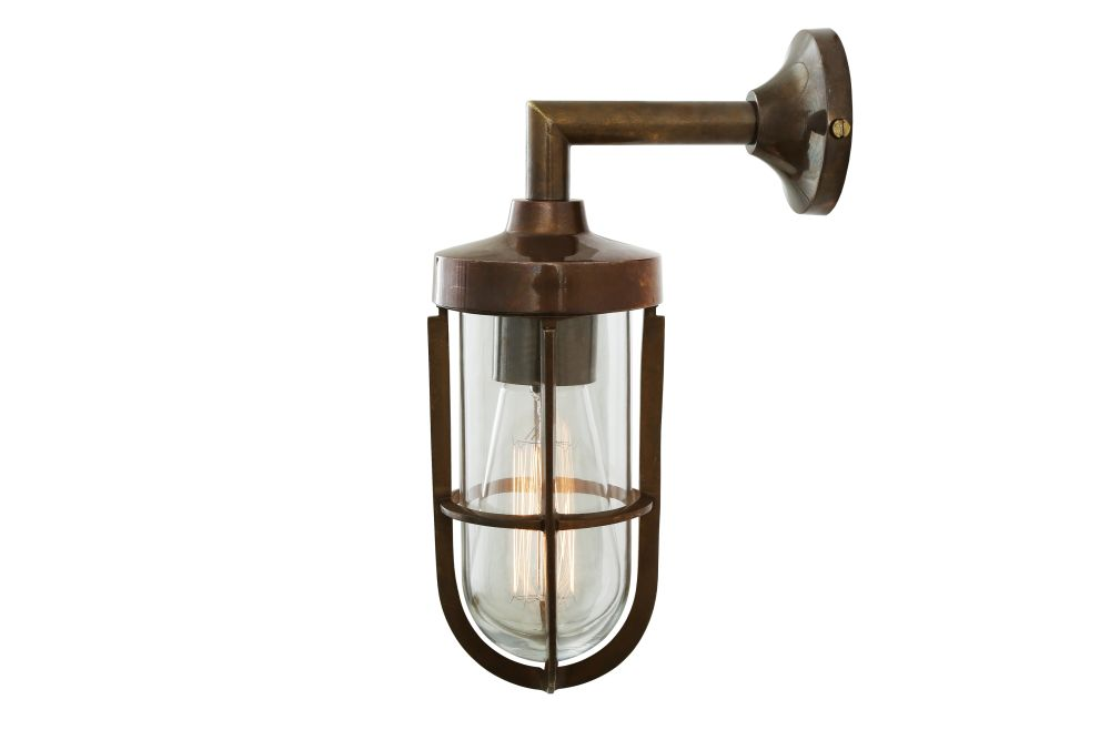 https://res.cloudinary.com/clippings/image/upload/t_big/dpr_auto,f_auto,w_auto/v1525671540/products/cladach-brass-well-glass-wall-light-mullan-mullan-lighting-clippings-10143771.jpg