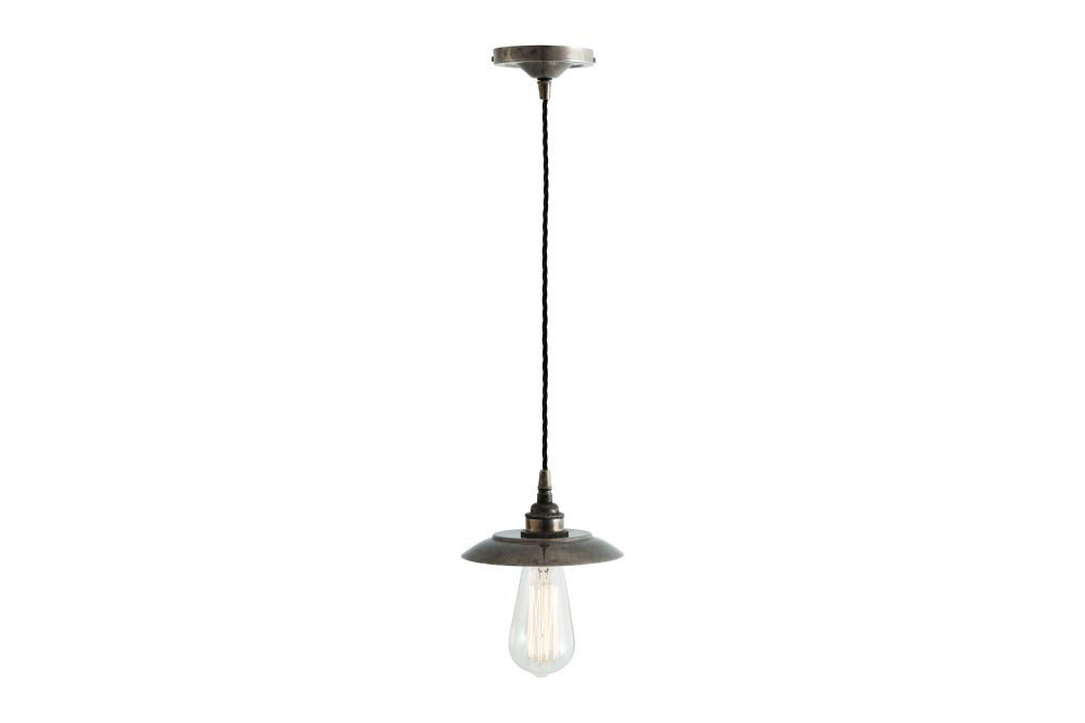 https://res.cloudinary.com/clippings/image/upload/t_big/dpr_auto,f_auto,w_auto/v1525824231/products/reznor-pendant-light-mullan-mullan-lighting-clippings-10153161.jpg