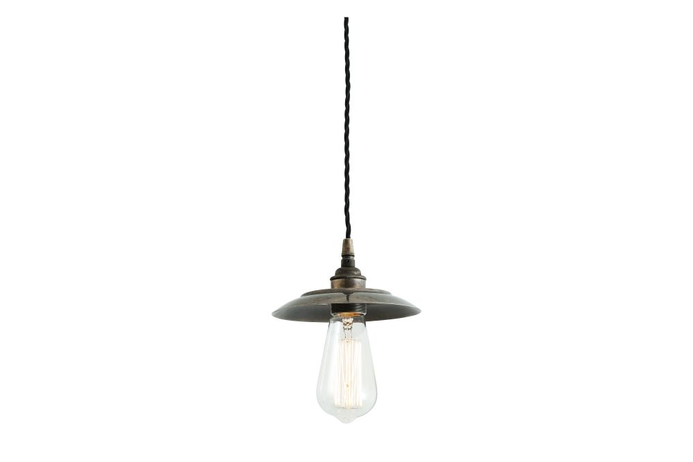 https://res.cloudinary.com/clippings/image/upload/t_big/dpr_auto,f_auto,w_auto/v1525824234/products/reznor-pendant-light-mullan-mullan-lighting-clippings-10153171.jpg