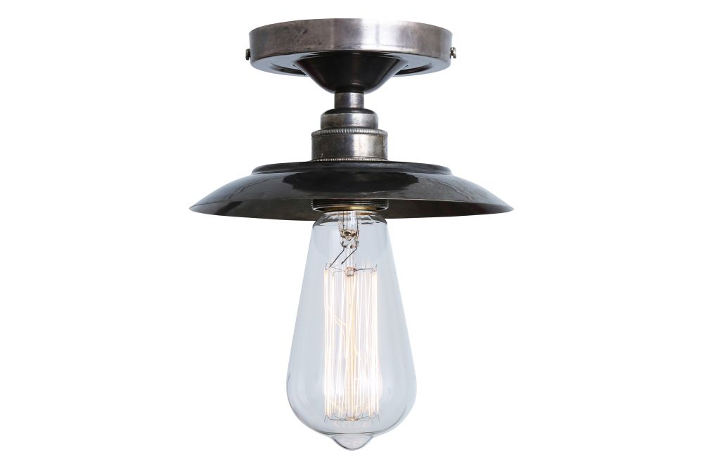 https://res.cloudinary.com/clippings/image/upload/t_big/dpr_auto,f_auto,w_auto/v1525837330/products/reznor-ceiling-light-mullan-mullan-lighting-clippings-10157791.jpg